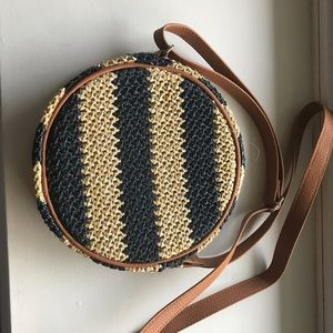Roundabout crossbody from Thirty One new